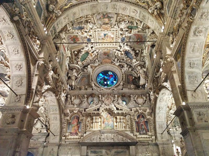La cupola maestosa e l'interno del famoso Santuario dedicato alla Madonna di Tirano