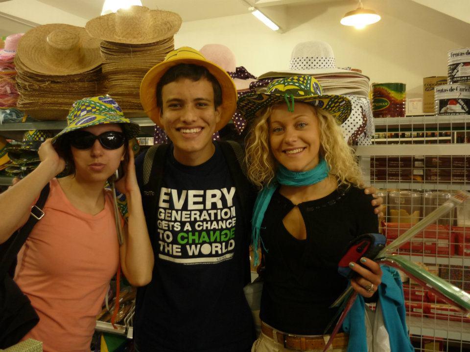 Io e i miei colleghi intenti a comprare il materiale necessario per un evento organizzato da AIESEC. Curitiba, Brasile