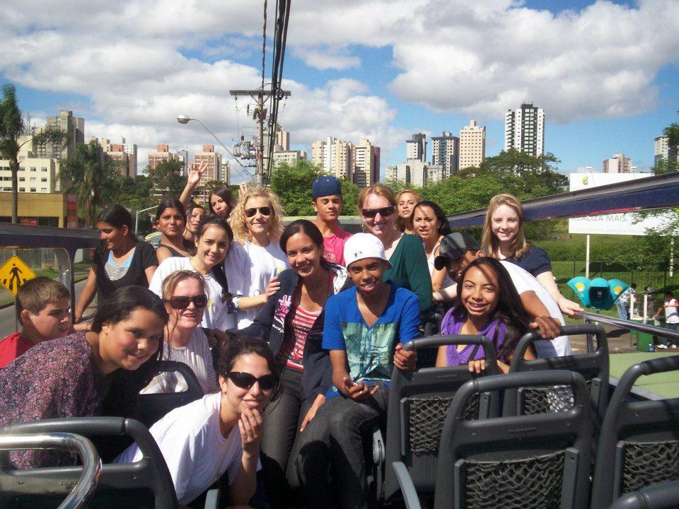Gita scolastica con allievi e colleghi durante la mia esperienza di lavoro a Curitiba, Brasile