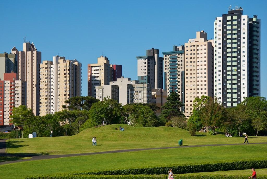 La visuale della parte moderna di Curitiba in Brasile