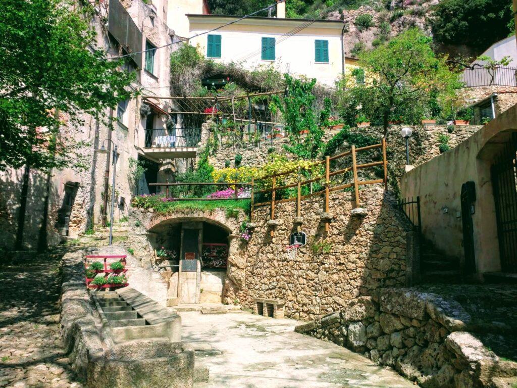 Borgio Verezzi, Via della Costa. Liguria, Italia.