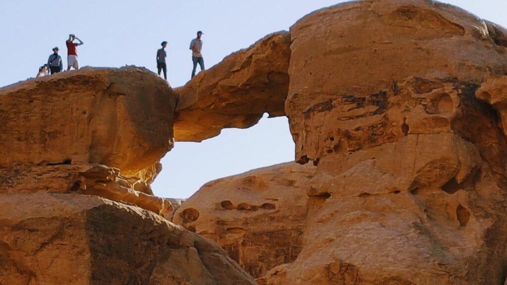Viaggio in Giordania: formazioni rocciose nel deserto del Wadi Rum