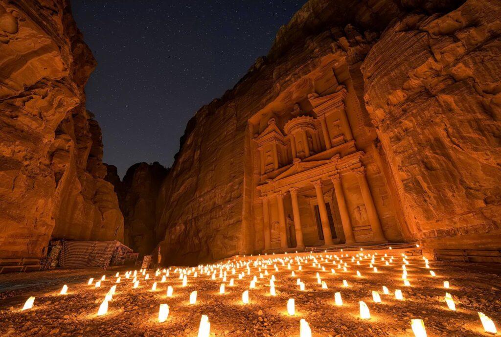 viaggio in Giordania: Petra di notte illuminata dalle candele